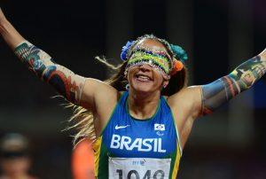 Terezinha celebrates winning Gold. [Image via Baredebatom]
